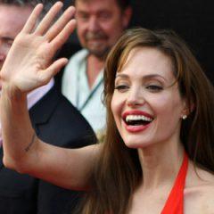 Джоли решила помириться с Энистон?