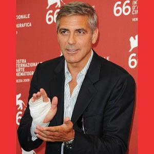 Джорджа Клуни с раздавленной рукой отвезли... к дантисту