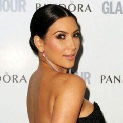 Ким Кардашьян вышла на улицу без нижнего белья