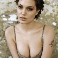 Анджелина Джоли спала с парнем своей матери?