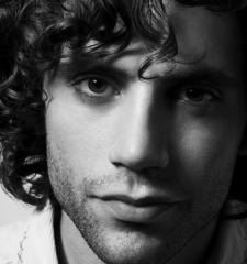 Mika угостил поклонников выпивкой на $50 000