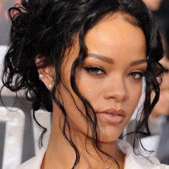 Rihanna мечтает о лесбийских отношениях
