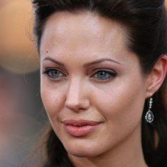 Анджелина Джоли выступает против Обамы