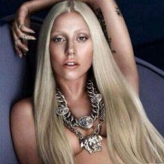 Lady GaGa вынуждают раздеваться