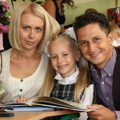 Александр Педан показал своих жену и дочь