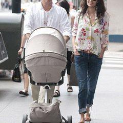 Брюс Уиллис с младшей дочерью на прогулке