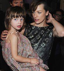 Дочь Милы Йовович — абсолютная копия своей мамы