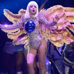 Леди Гага на концерте в Барселоне