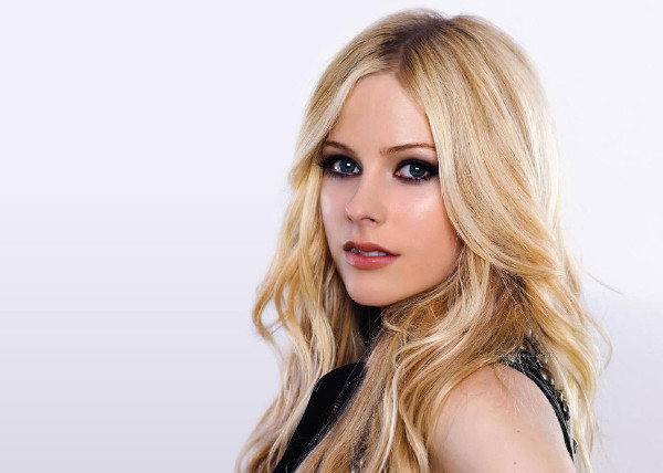 avril_lavigne_headshot-3783
