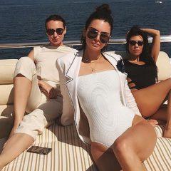 Кендалл Дженнер и Кортни Кардашьян устроили себе каникулы